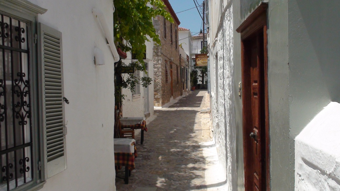 Hydra, narrow streets